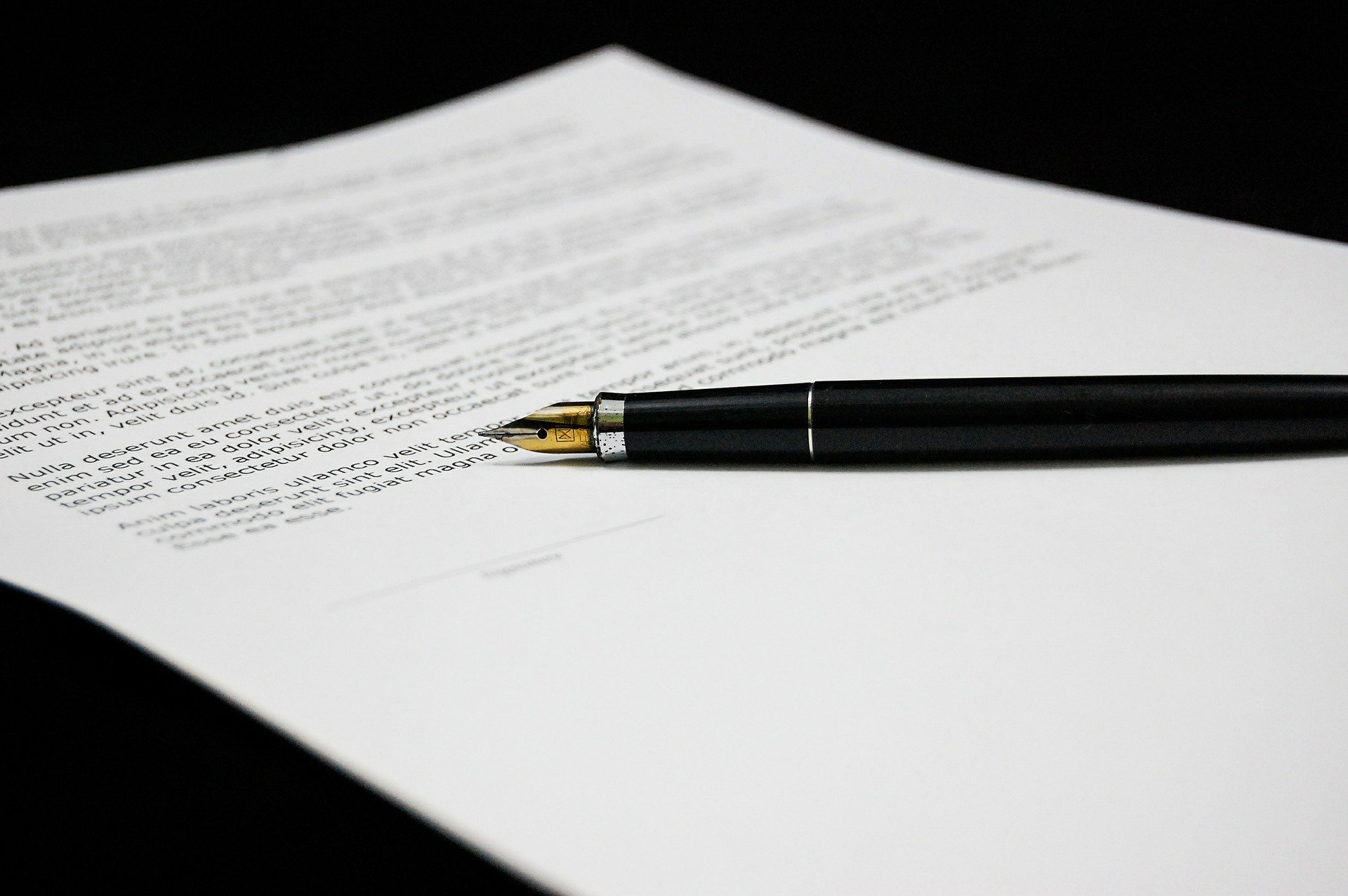 Termination of employment contracts by giving notice